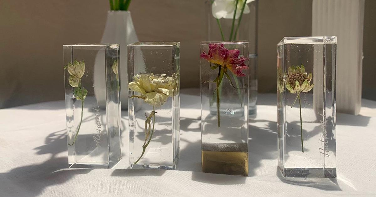 UVライトのいらないレジンでできる!「植物標本風の席札スタンド」DIY