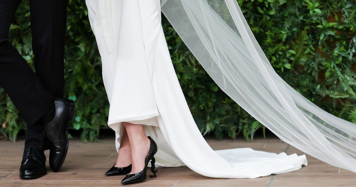 """花嫁の美しさはドレスの""""裾""""で決まる!ウェディングドレス姿を美しく魅せる秘訣"""