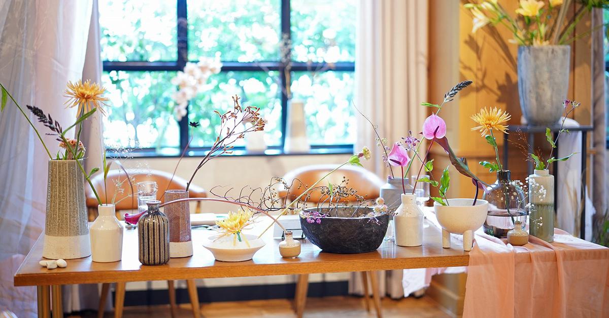 結婚式、卓上装花は切り花の花器アレンジが絶対可愛い|会場装飾