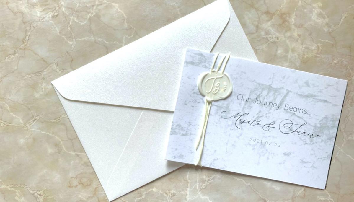 結婚の報告はカードを送ろう!大理石風のシンプルデザインが登場|無料テンプレート