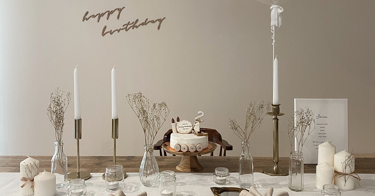 RUSTIC ANTIQUE IN GOLD AND WHITE
