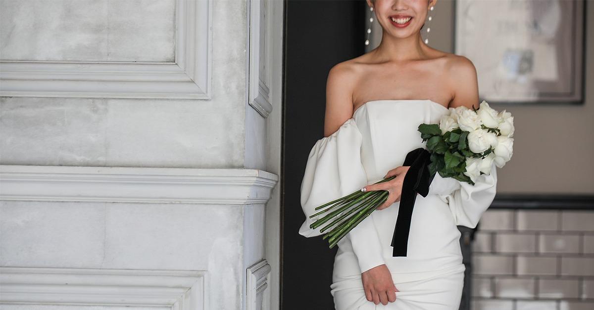 ウェディングドレス最新トレンド。オフショルダーのスレンダードレスが可愛い!