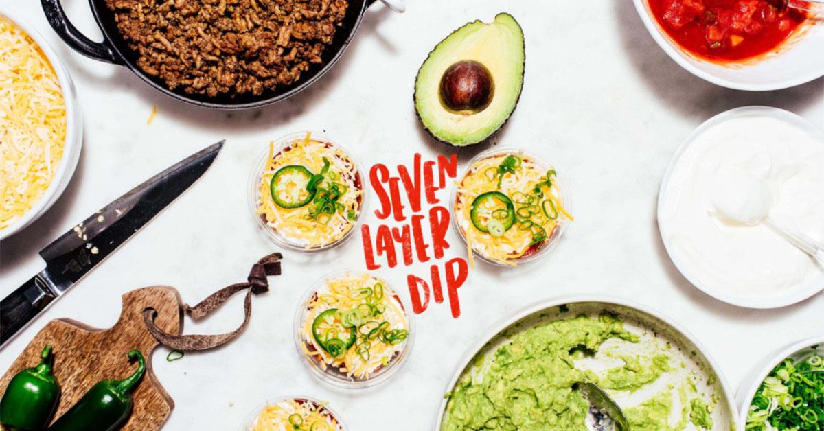 世界のおうちレシピ|タコスチップスで味わう7層メキシカンディップ