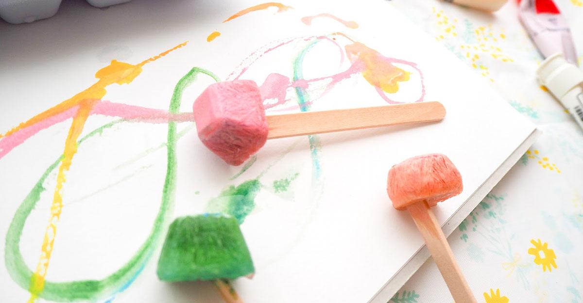 夏のおうち時間に!親子で楽しめる氷遊び「フローズンペイント」とは?