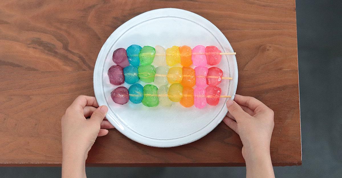 簡単可愛いレインボーわらび餅の作り方|梅雨のおやつやサマーパーティーに!